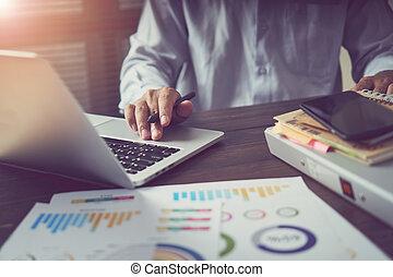 概念, オフィス, 仕事, technology., 木製である, 型, ラップトップ, 現代, light., 効果, 手, 机, ビジネスマン, 仕事, 朝, 進んだ
