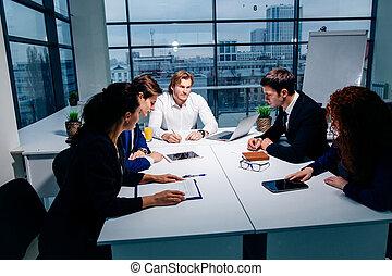 概念, ビジネスオフィス, -, ビジネス, 話し, チーム, 微笑, 上司, 技術