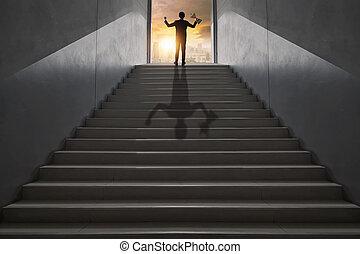 概念, 上昇, ビジネスマン, 投資, 達成, リーダー, の上, 都市, 最も高く, ステップ, 成功, 上, ショー, 方法, ゴール, 階段, 手の 保有物, 賞, 人, トロフィー, 高く, 勝者, ビジネス, 成功した, の上