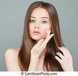概念, 彼女, face., 若い, skincare, 女, 適用される, エステ, モデル, moisturizer