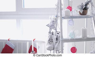 概念, 数字, 掛かる, クリスマス, 段ばしご, 窓。, スケート, 対, 白, 飾られる
