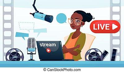概念, 流れ, blogger, 予約購読しなさい, 女, ビデオ, オンラインで, blogging