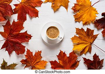 構成, 秋, テーブル, 大袈裟な表情をしなさい, 木製である, 白, 概念, ミルク, 色, 明るい, cheerfulness., 秋, コーヒー, leaves., かえで