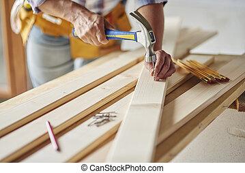 槌で打つこと, 爪, に, 木製の板