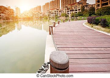 ∥横に∥, プラットホーム, 公園, 湖, 日没