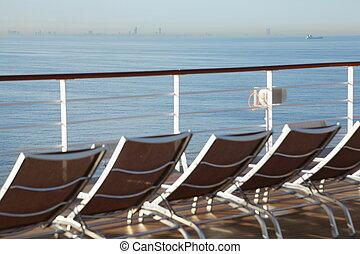 横列, の, 長椅子, デッキの上に, の, 巡航客船, 中に, から, の, 焦点を合わせなさい。, 海岸, そして,...
