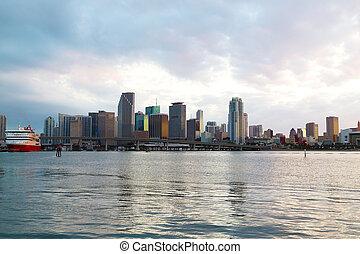 橋梁, 城市, sky., 邁阿密, 全景, evening., 多雲, 地平線, 傍晚, 游覽班船, 城市