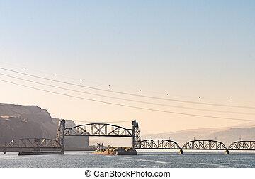 橋, トランク, パス, コロンビア川, 下に, 柵, オレゴン, 貨物船