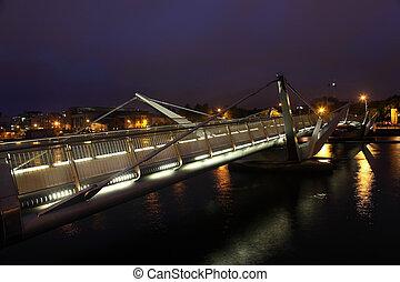 橋, 中心, 上に, dublin., 流れ, によって, アイルランド, 川, night., liffey