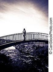 橋, 女, 現代, silhouetted, 散歩