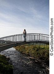 橋, 歩くこと, 女, 現代, silhouetted