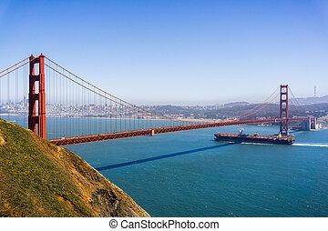 橋, francisco, background;, day;, 金, 貨物, 日当たりが良い, スカイライン, カリフォルニア, 下に, 門, 船, 渡ること, san