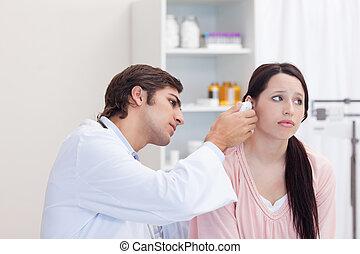 檢查, 他的, 醫生, 耳朵, 病人, 男性
