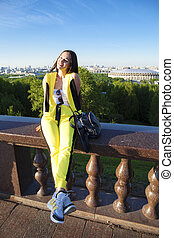 欄杆, 針對, 黃色, 婦女, 跳傘裝, 小山, 愉快, 坐, 麻雀, 莫斯科, 背景