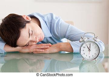 次に, 彼女, 机, かわいい, 警報, 頭, 睡眠, 女, 時計