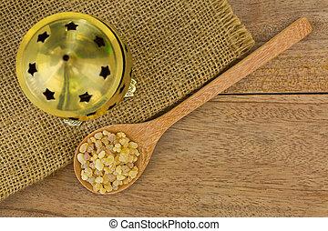 次に, 木, incense, 真ちゅう, ゴム, 芳香がする, 黄色の背景, スプーン, バーナー, 樹脂