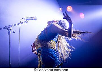 歌手, 情熱的である, 女性