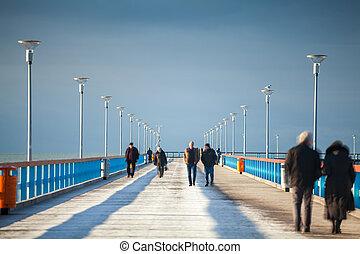 步行的人, 上, the, 碼頭