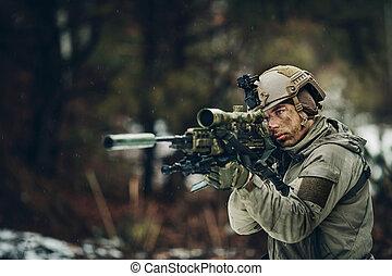 武装させられた, 人, 中に, カモフラージュ, ∥で∥, 狙撃兵, 銃
