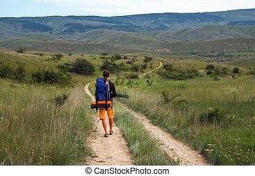 歩くこと, カメラマン, バックパック, 三脚, 下方に, 前方へ, 動く, mountain., 道, 人