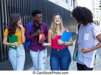 歩くこと, グループ, 生徒, 大学, 4, インターナショナル