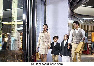 歩くこと, ショッピングモール, 家族, アジア人