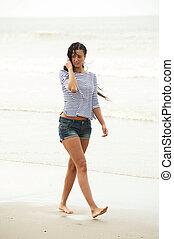 歩くこと, 女, 若い, 単独で, 肖像画, 浜