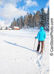 歩くこと, 女, 若い, 雪, snowshoes, 新たに
