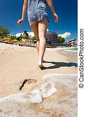 歩くこと, 女, 足跡, 若い, 去ること, 海岸