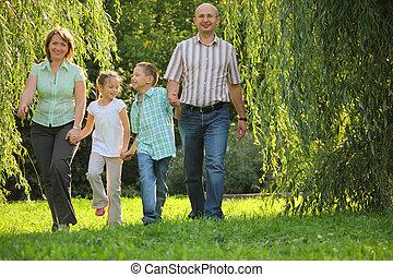 歩くこと, 娘, 家族, 2, 息子, 早く, children., park., 父, 秋, 母, 微笑