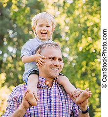 歩くこと, 彼の, 父, 公園, 肩, 息子, sitiing