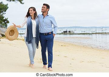 歩くこと, 恋人, 間, 海岸, 手を持つ, 浜, 幸せ