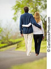 歩くこと, 愛, 恋人, 中央, 成長した, 年齢