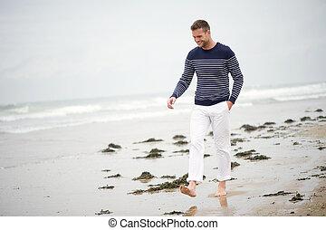歩くこと, 浜, 微笑の人