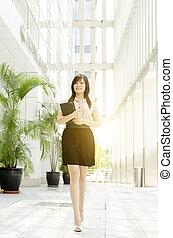 歩くこと, 経営者, アジア人, 若い女性