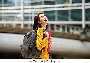 歩くこと, 袋, 本, 笑い, 学生, キャンパス