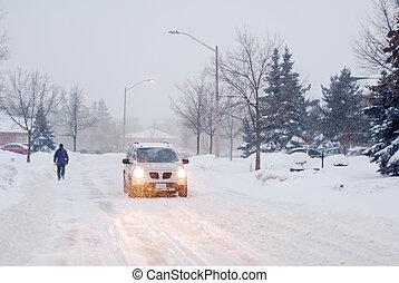 歩行者, そして, 自動車, 中に, a, 雪, ブリザード
