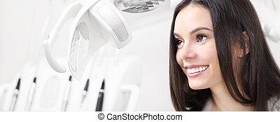 歯科 心配, 概念, 美しい, 微笑の 女性, 上に, 歯科医, 医院, 背景, ∥で∥, 歯科医, 道具, 網, 旗, テンプレート