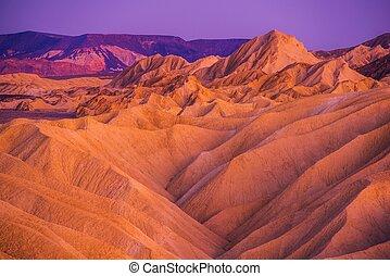 死谷, badlands, 形成