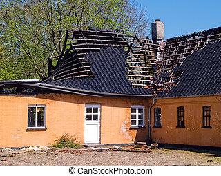 残物, 下方に, 台なし, 燃えた, 家