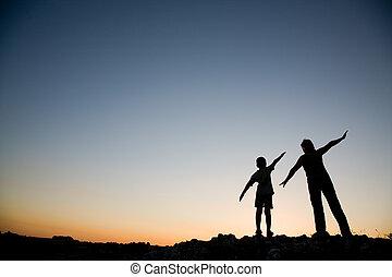 母亲和儿子, 在, sunset.