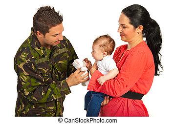 母親和嬰兒, 歡迎, 軍隊, 爸爸