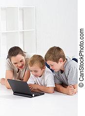 母親和孩子, 使用計算机