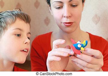 母 と 息子, 演劇との, 手製, 象, から, plasticine