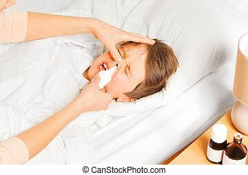 母, スプレーをかける, 彼女, 子供, 男の子, 鼻噴霧, 中に, 鼻