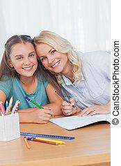 母, 助力, 娘, ∥で∥, 宿題, 中に, 反響室