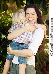 母, 幸せ, 抱き合う, 彼女, 子供