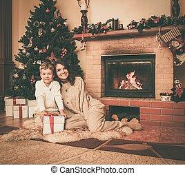 母, 彼女, 家, 幸せな クリスマス, 息子, 飾られる, 内部