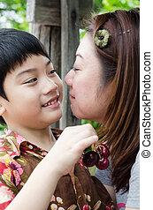 母, 彼女, 息子, さくらんぼ, 手, アジア人