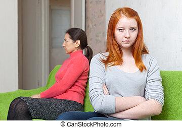 母, 持つこと, 対立, 娘, 十代